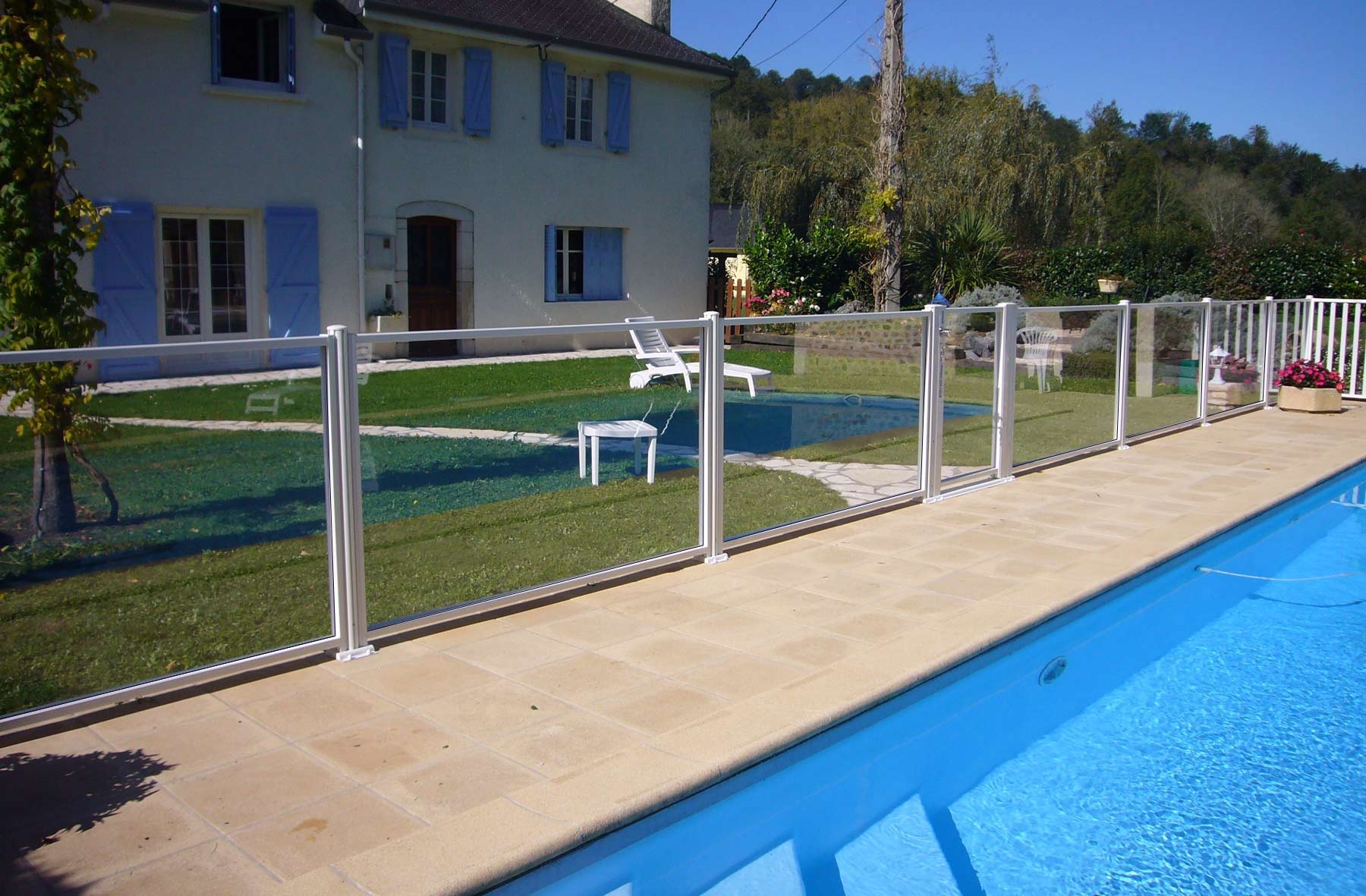 Les barri res en verre de protection d 39 atlantic barriere for Barriere piscine verre prix
