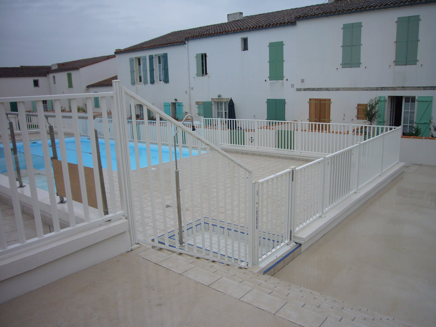 Barriere de protection piscine photo 117 barrieres de for Barriere amovible pour piscine