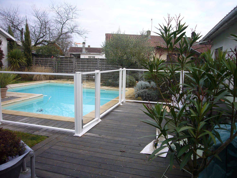 Photo 123 barrieres de piscine pour les grands campings for Barrieres de protection pour piscine